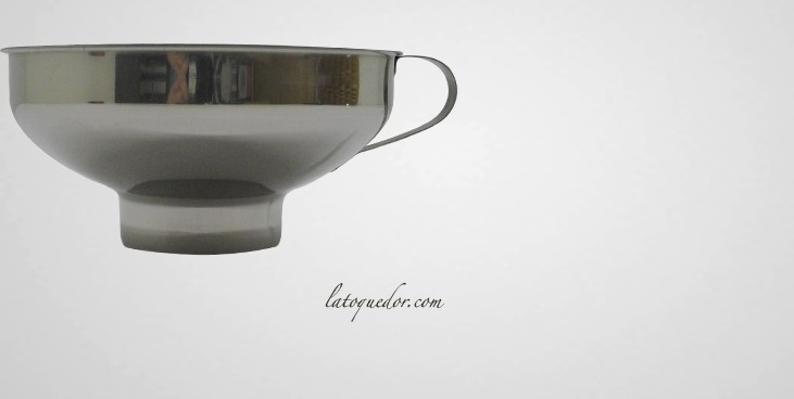 entonnoir confiture inox entonnoir ustensiles de cuisine la toque d 39 or. Black Bedroom Furniture Sets. Home Design Ideas