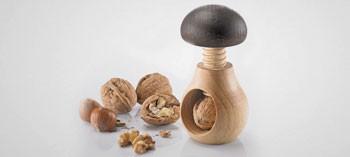 Petits ustensiles de cuisine 2 la toque d 39 or - Casse noix en bois ...