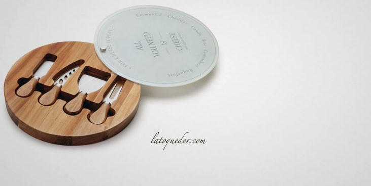 plateau fromages avec couteaux couteaux fromages et roquefortaise la toque d 39 or. Black Bedroom Furniture Sets. Home Design Ideas